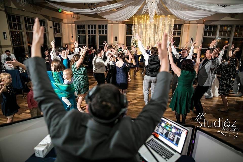 wedding djs and emcees